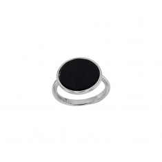 Round black agate ring in rhodium plated sterling silver