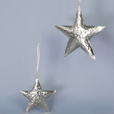 Set of two hammered metal stars to hang: 16cm and 11cm