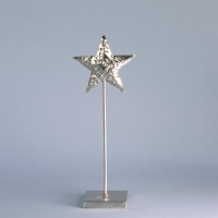 Shiny silver star in hammered finish metal on 30cm pedestal