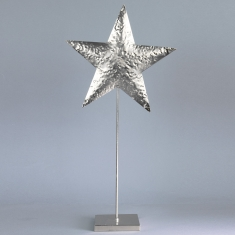 Silver star on 50cm pedestal in shiny hammered finish metal